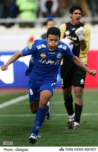 گزارش تصویری  بازی استقلال  و سایپا در لیگ برتر آرش برهانی